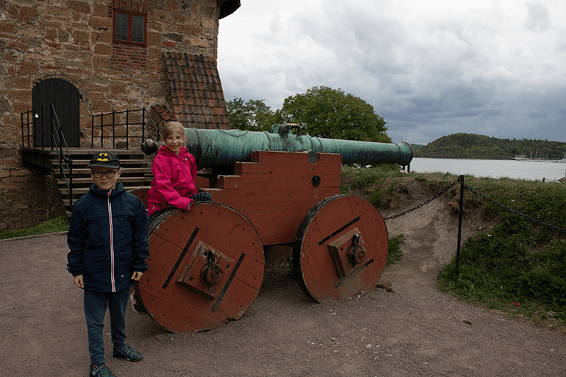 kids with canons at Akershus caste in Oslo Norway