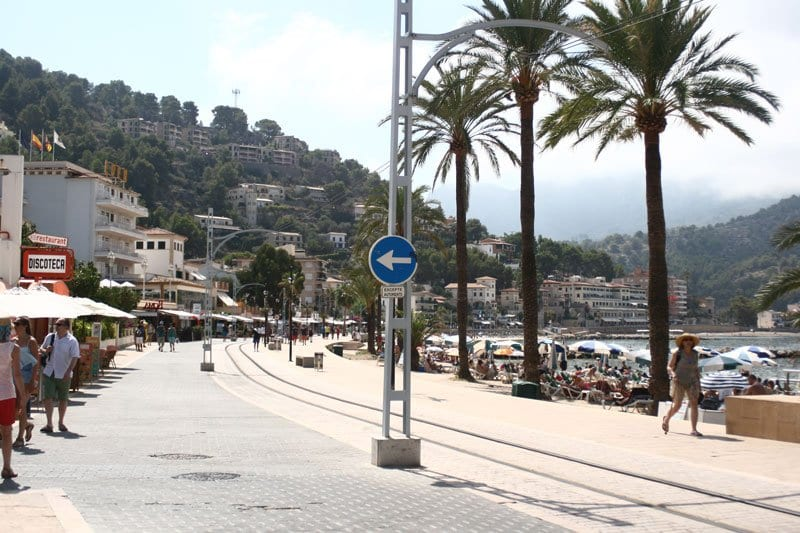 Porte de soller take the train and tram to read this pretty port on the island of Mallorca