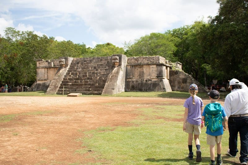 kids learning about chichen itza from a guide